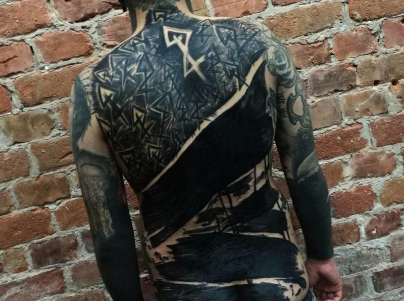黒塗りタトゥー