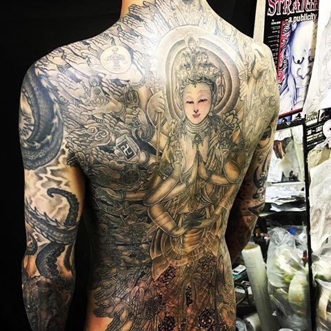 背中の刺青・和彫りの千手観音