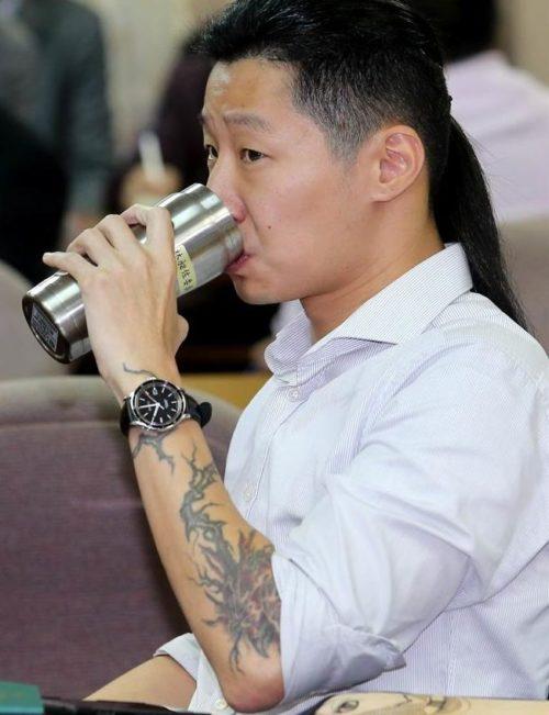台湾の政治家に入った刺青