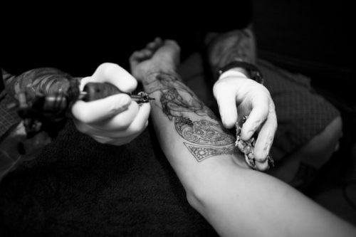タトゥーの施術中の痛み