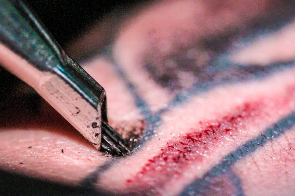 タトゥー 針と血