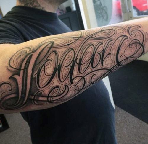 レタリング タトゥー 腕