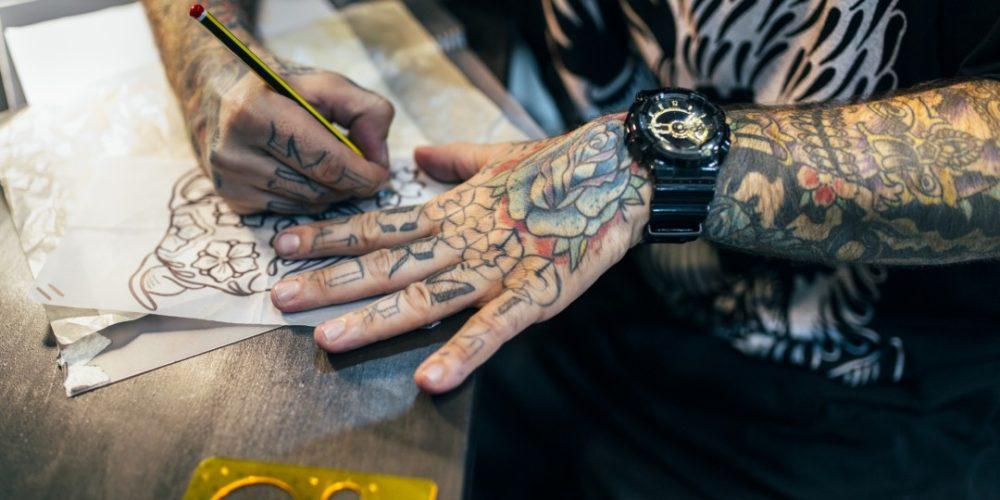タトゥー 彫師