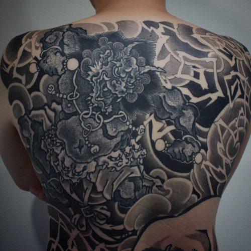 刺青 和彫りの額