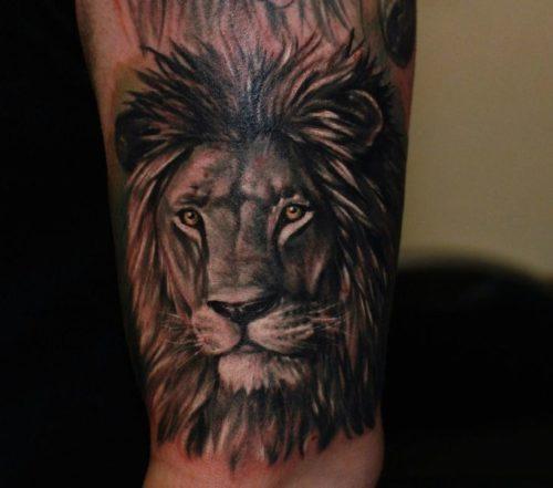 ライオンのタトゥー ブラックアンドグレイ