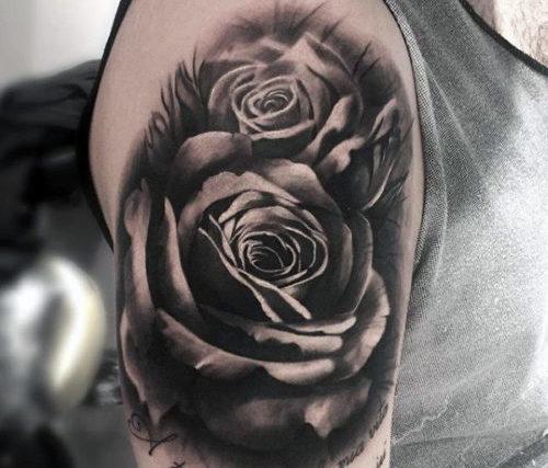 リアルな薔薇のタトゥー
