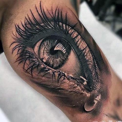 リアルな眼のタトゥー