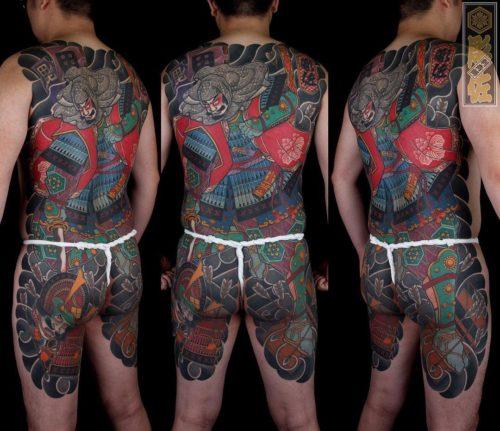 台湾の彫師による背中の刺青