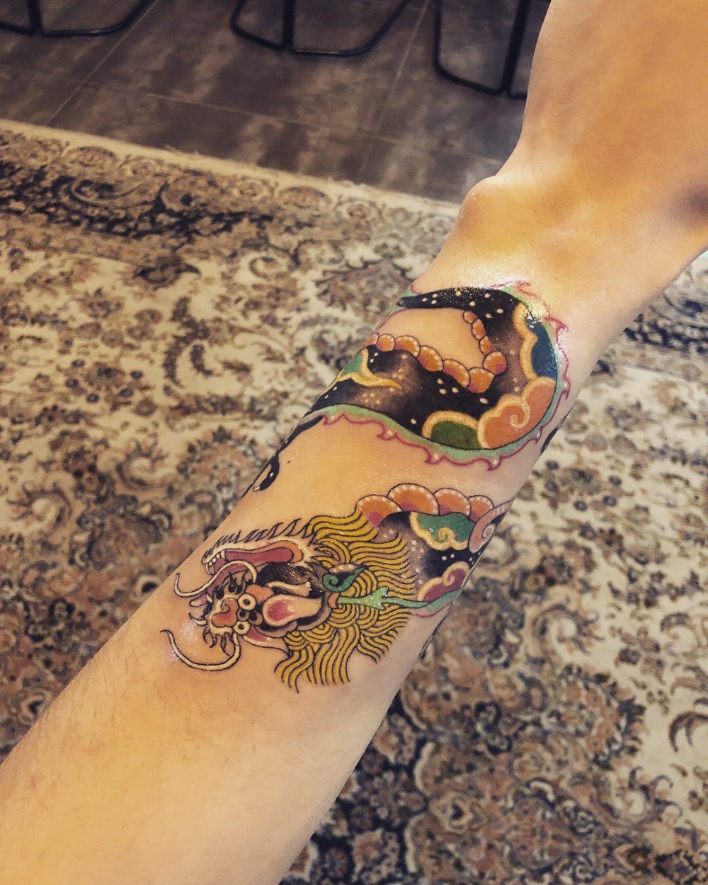 Pitta氏によるドラゴンのタトゥー|韓国のタトゥー