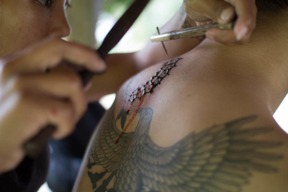 トライバルタトゥー 手彫り