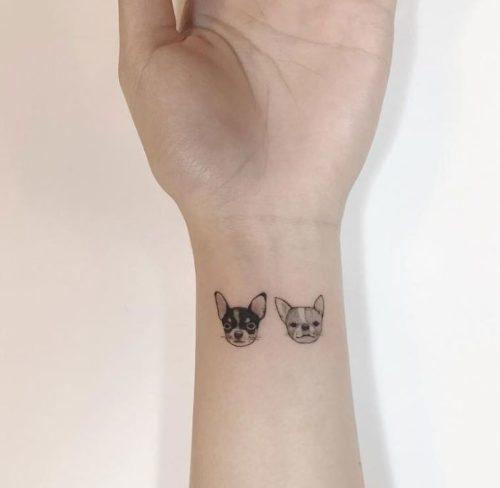 手首|犬のワンポイントタトゥー