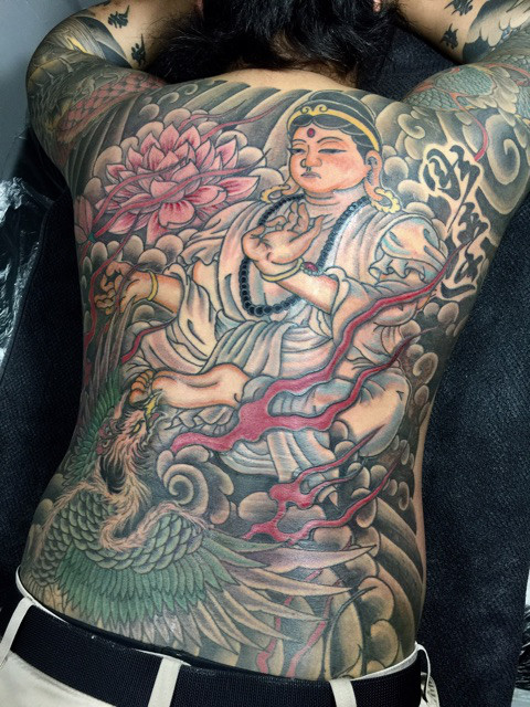 背中の仏像の刺青・和彫り