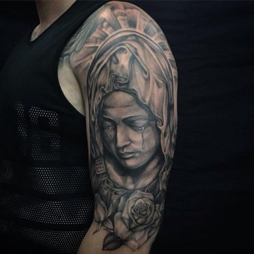 マリア様のタトゥー|肩