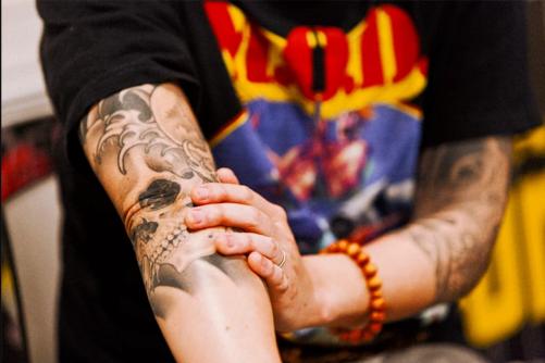 横山健(ケンヨコヤマ)の刺青・タトゥー|曙見切り