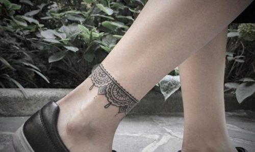 女性|足首のレースタトゥー・曼荼羅