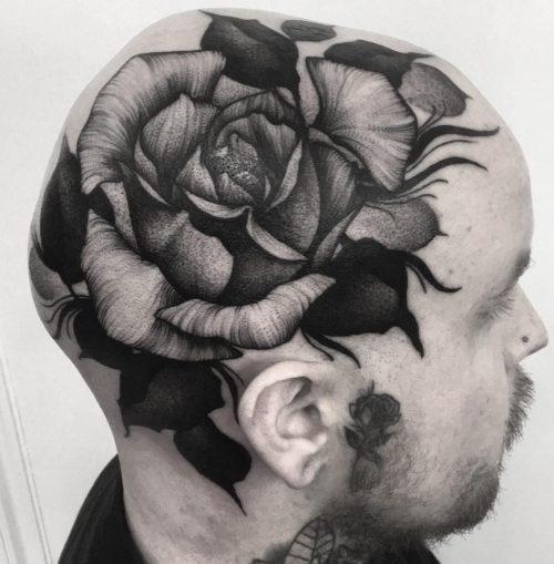 頭皮のタトゥー 薔薇
