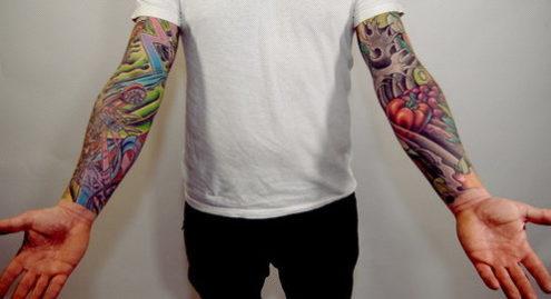 両腕のタトゥー
