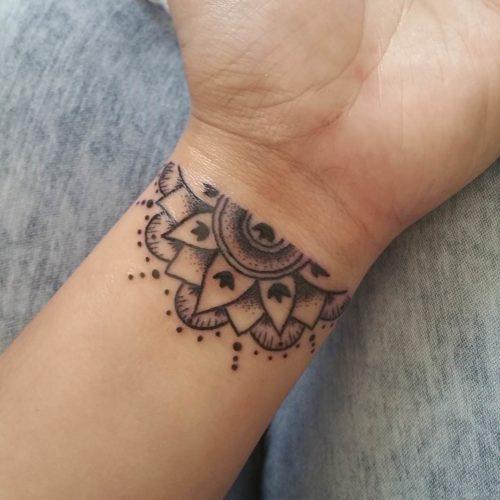 手首の曼荼羅タトゥー