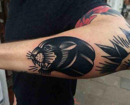 ブラックパンサーのタトゥー 腕