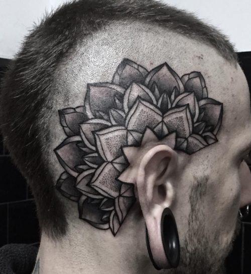 曼荼羅のタトゥー 側頭部