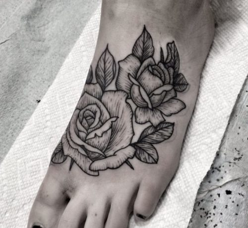 女性|足首の薔薇(ローズ)タトゥー