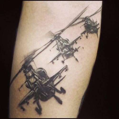 戦闘機のタトゥー