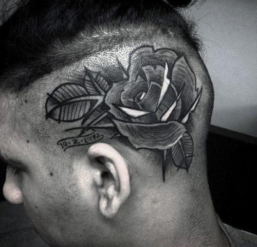 側頭部のタトゥー