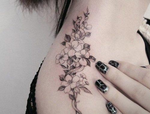 女性|首の花(フラワー)タトゥー