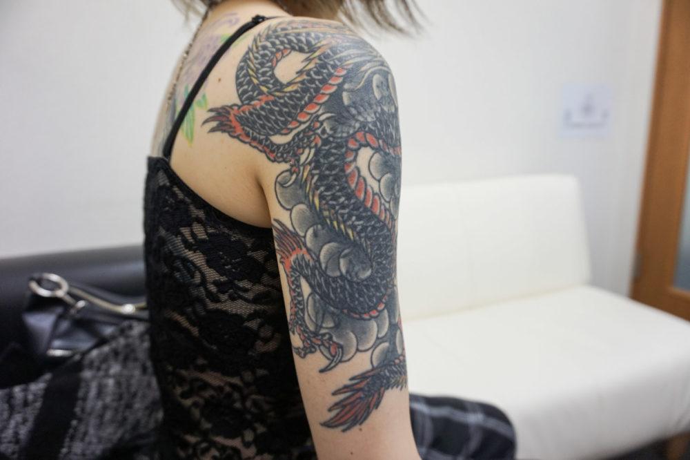 肩の刺青・龍