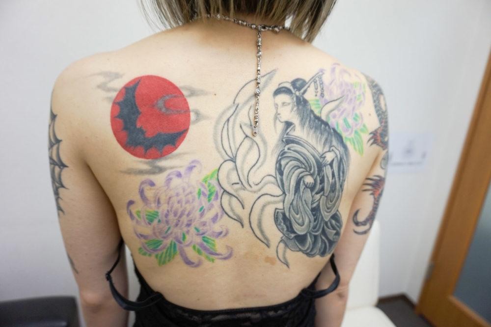 背中|赤い月と九尾の刺青・タトゥー