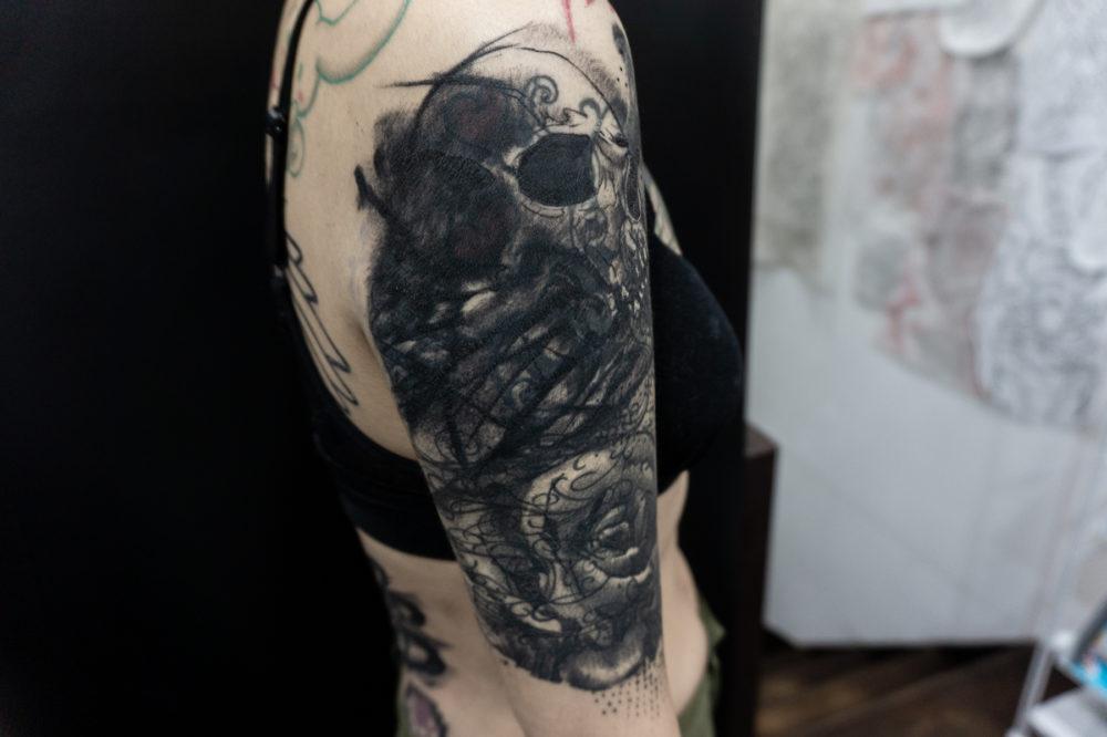 アブストラクト|スカル(骸骨)のブラックワーク タトゥー