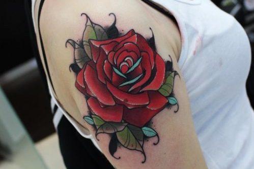 ニュースクールタトゥー|二の腕の薔薇の刺青