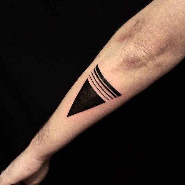 幾何学模様(三角形)の刺青|ジオメトリックタトゥー