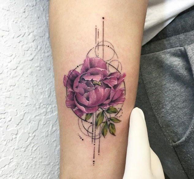 幾何学模様と花(フラワー)の刺青|ジオメトリックタトゥー