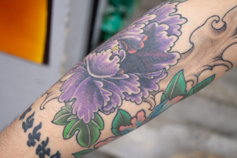 腕|牡丹と星のタトゥー