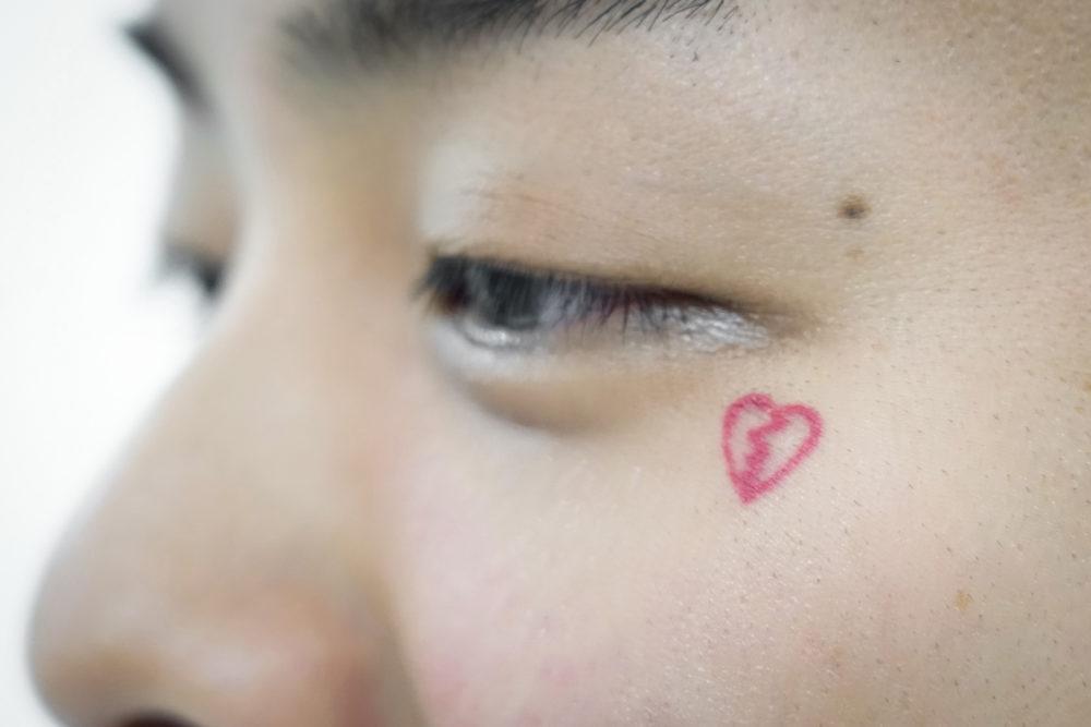 顔のタトゥー|FUJI TRILLさん(DJ・PRODUCER)のタトゥー|ブラックアンドグレイ
