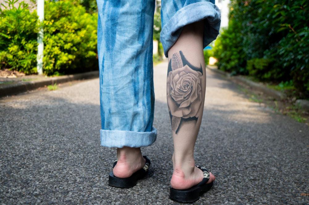 脚・薔薇|ブラックワークタトゥー・ブラックアンドグレイ