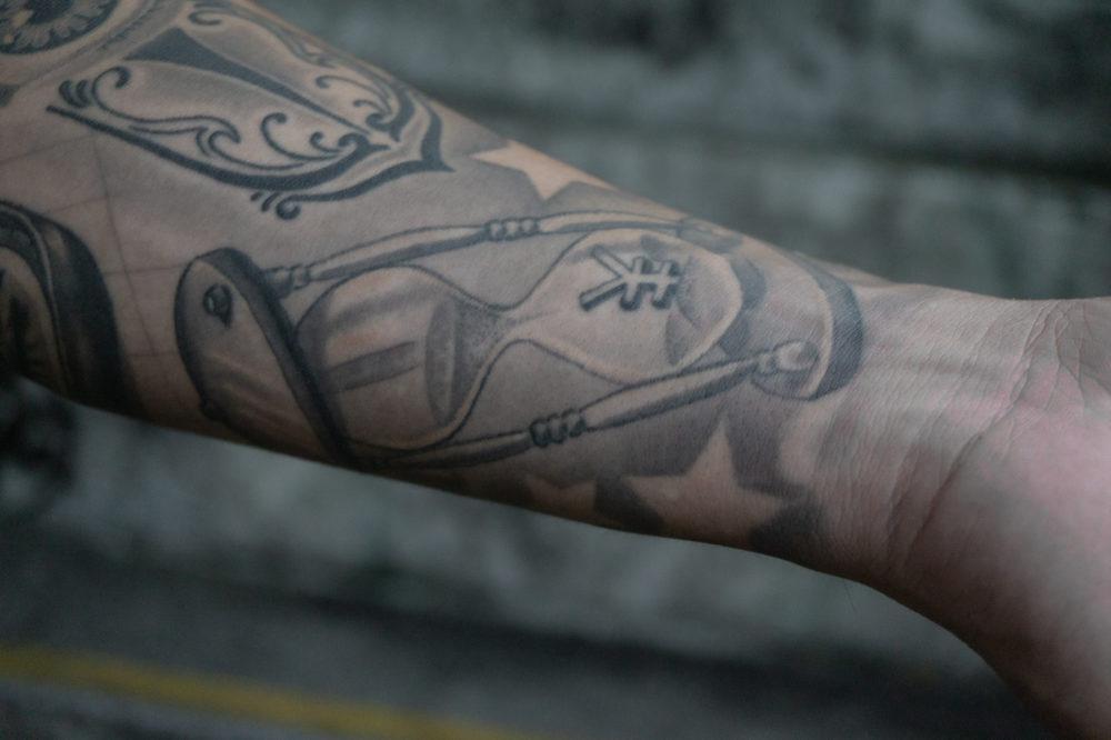 ブラックアンドグレイタトゥー|砂時計